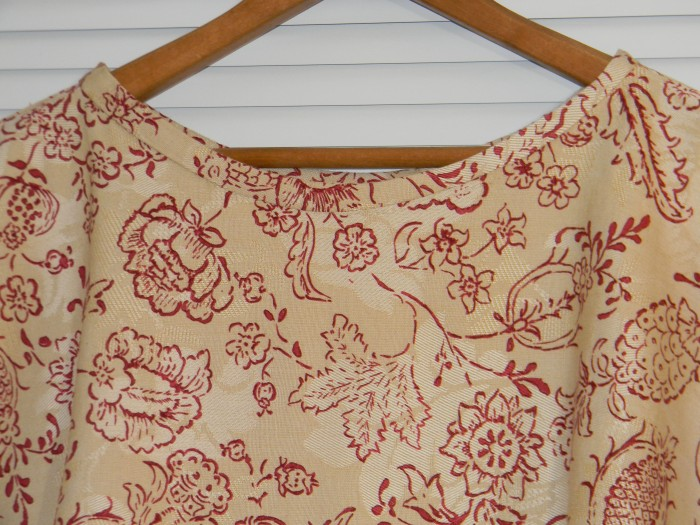 TG Bllom Dress 1. neckline.